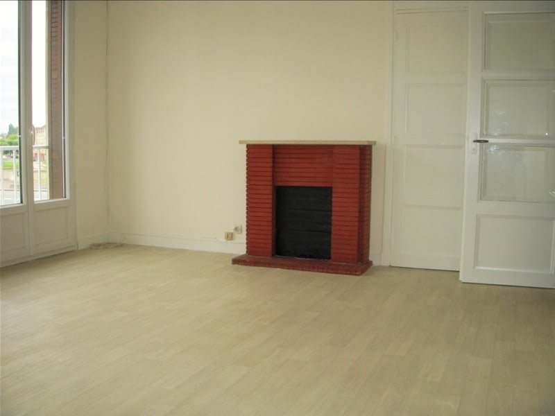 Rental apartment Montereau fault yonne 770€ CC - Picture 1