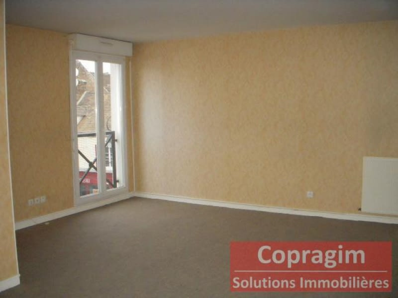 Rental apartment Montereau fault yonne 990€ CC - Picture 1