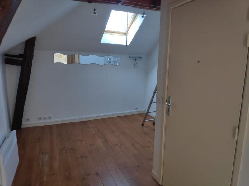Rental apartment Chambourcy 518€ CC - Picture 1