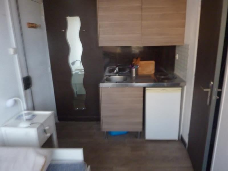 Rental apartment Marseille 8ème 330€ CC - Picture 2