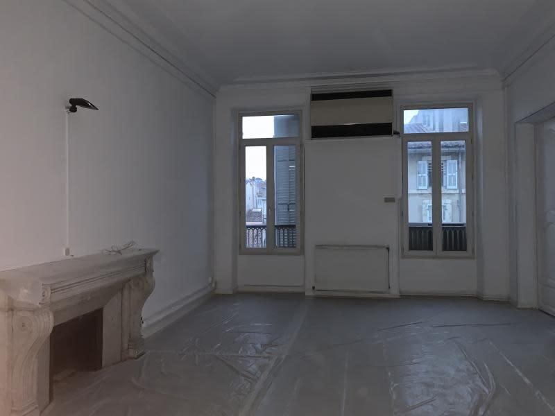 Rental office Marseille 6ème 3000€ HC - Picture 1
