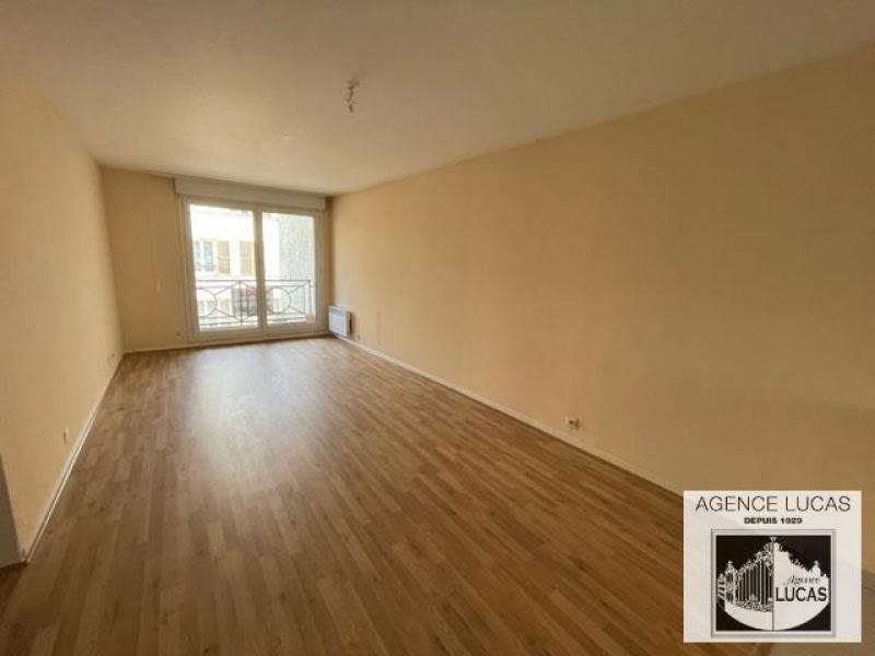 Rental apartment Verrieres le buisson 960€ CC - Picture 1