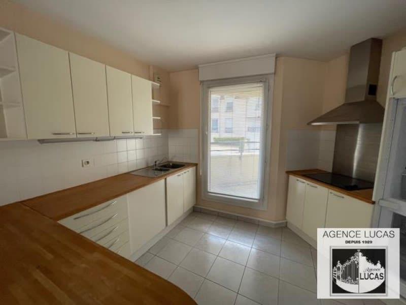 Rental apartment Verrieres le buisson 960€ CC - Picture 2