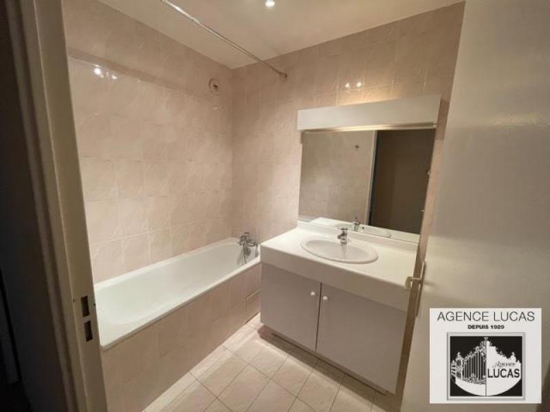 Rental apartment Verrieres le buisson 960€ CC - Picture 4