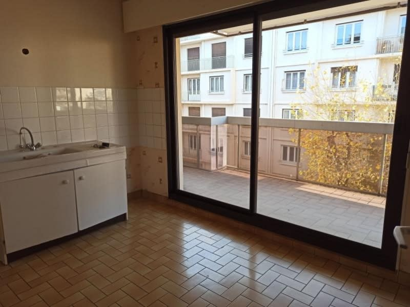 Location appartement Roanne 493€ CC - Photo 2
