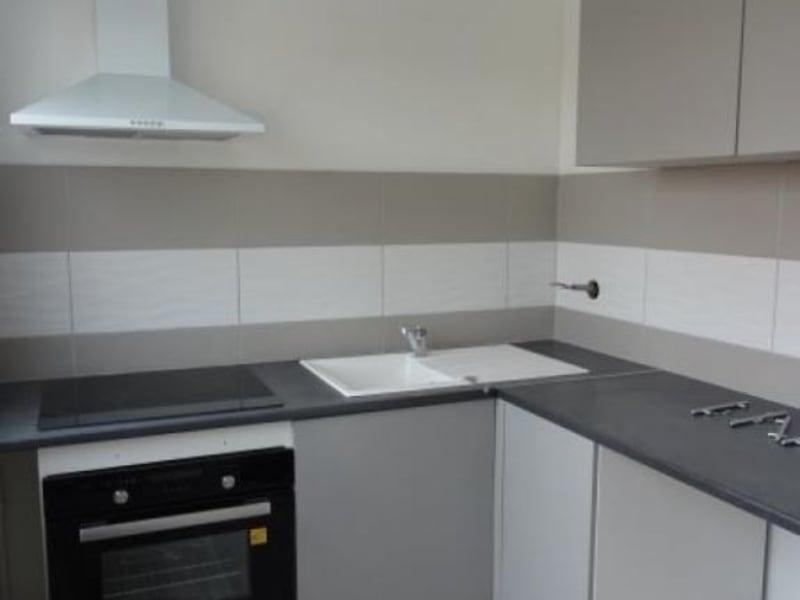 Rental apartment Le coteau 320€ CC - Picture 1