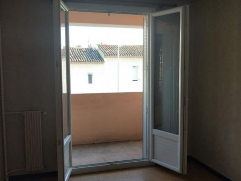 Rental apartment Salon de provence 680€ CC - Picture 3