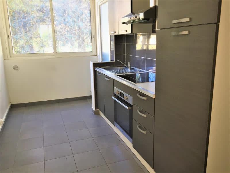 Rental apartment Aix en provence 871€ CC - Picture 2