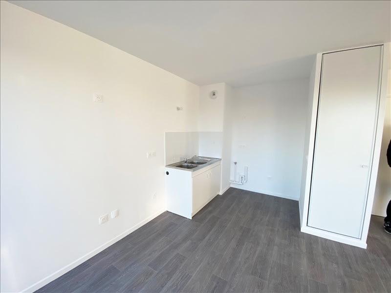 Rental apartment La plaine st denis 1250€ CC - Picture 2