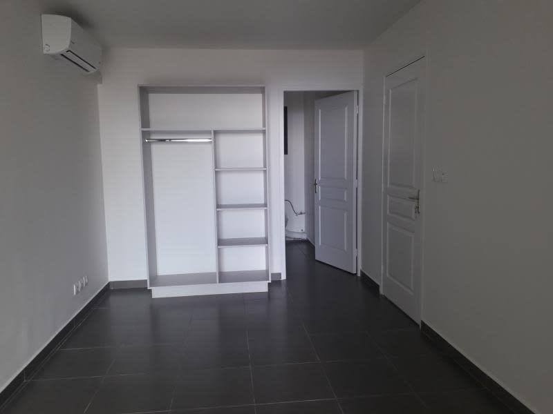 Location appartement St denis 655€ CC - Photo 4