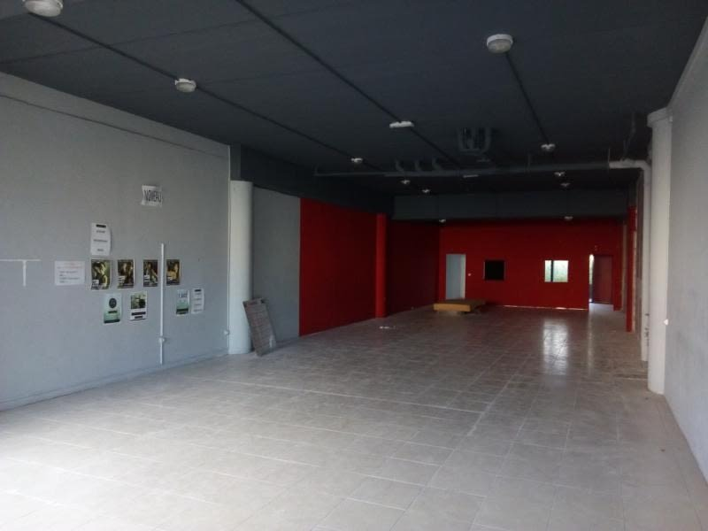 Location local commercial St pierre 3 349€ HC - Photo 1