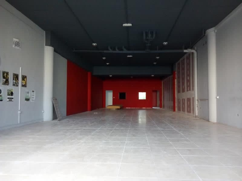 Location local commercial St pierre 3 349€ HC - Photo 4