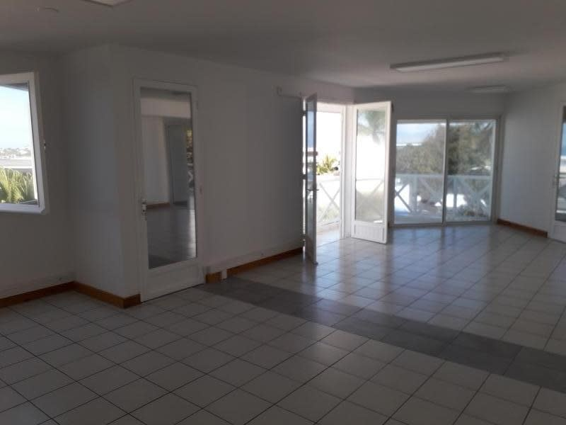 Location local commercial St pierre 1 760€ HC - Photo 1