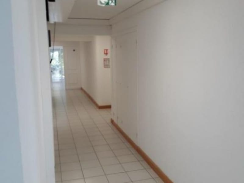 Location local commercial St pierre 1 760€ HC - Photo 2