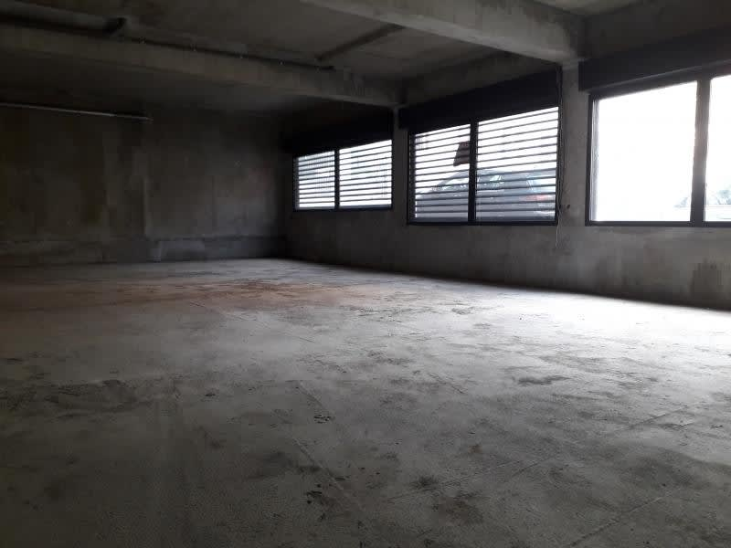 Location local commercial St pierre 2374€ HC - Photo 2
