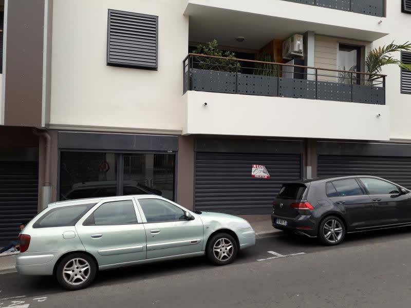 Location local commercial St pierre 2374€ HC - Photo 3