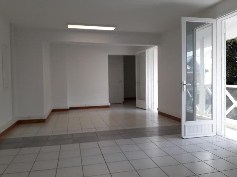 Rental office St pierre 5550€ HC - Picture 2