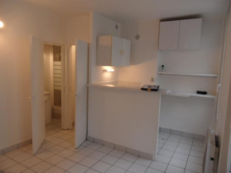 Rental apartment Levallois perret 595€ CC - Picture 2