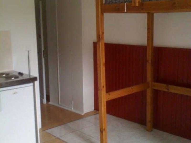 Rental apartment Branne 300€ CC - Picture 1