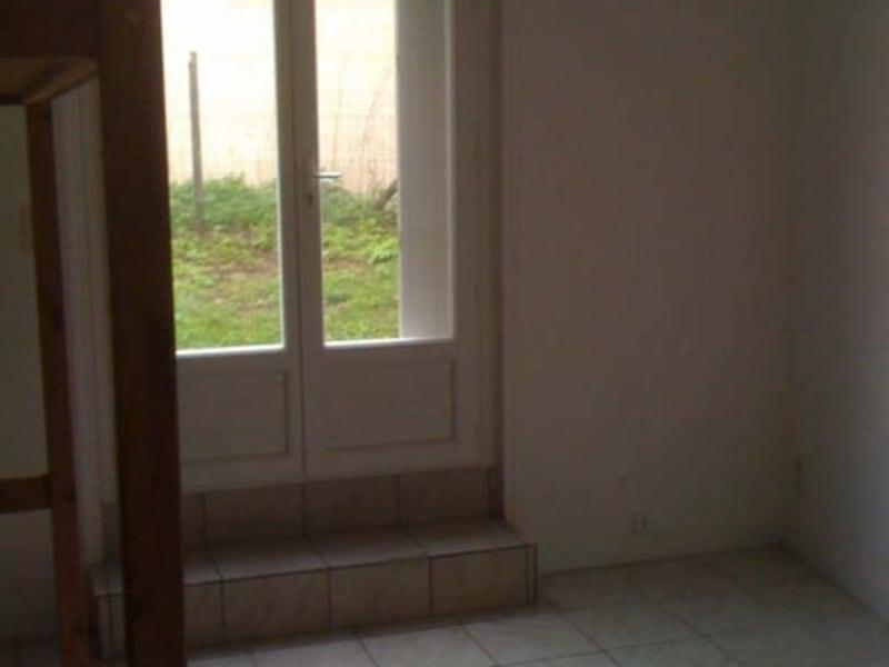 Rental apartment Branne 300€ CC - Picture 2