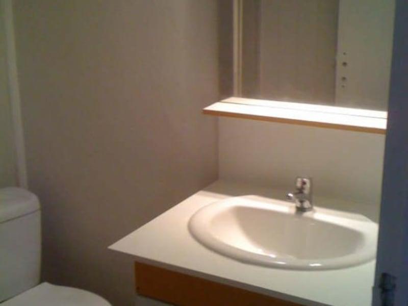 Rental apartment Branne 300€ CC - Picture 3