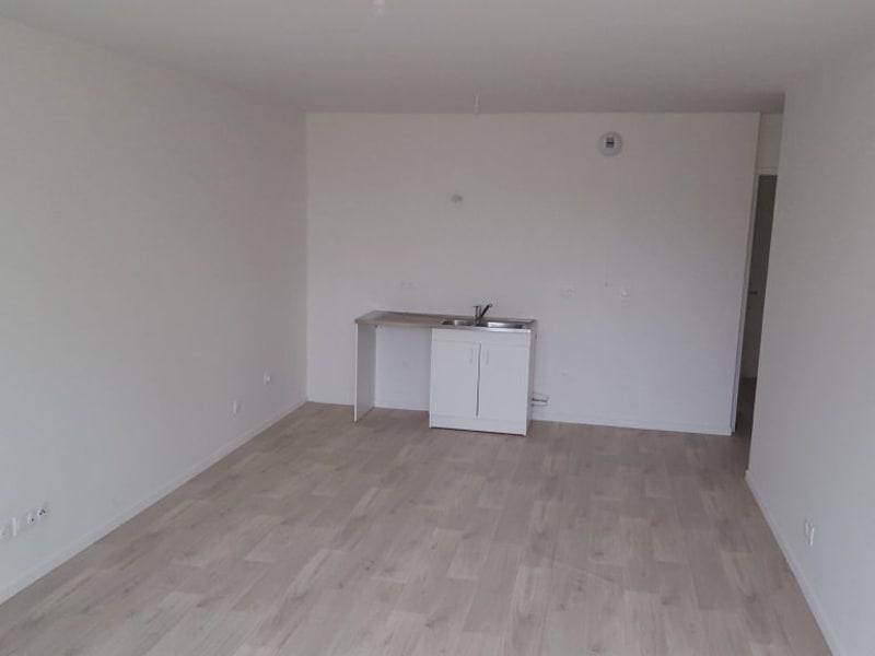 Rental apartment Livry gargan 980€ CC - Picture 6