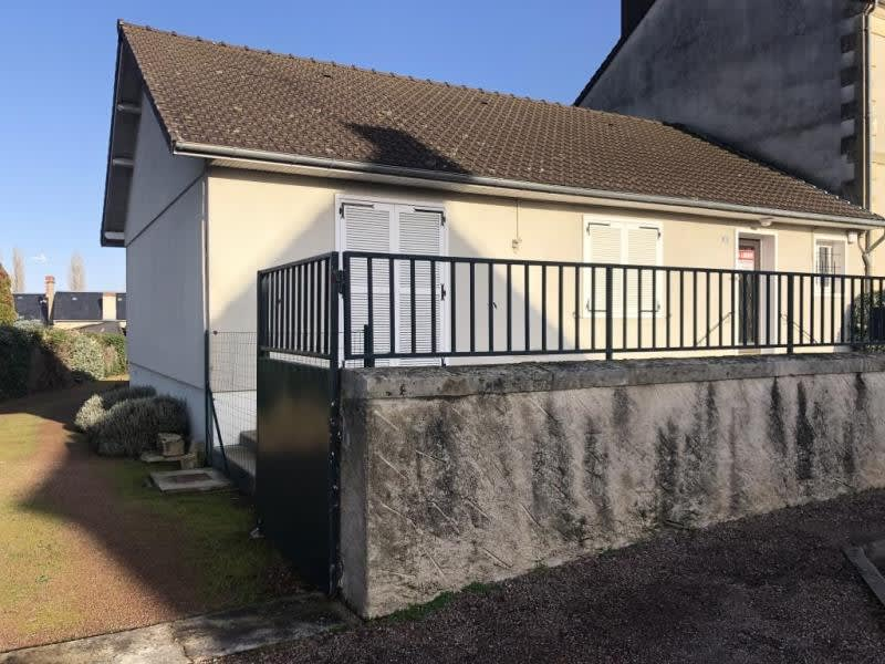 Rental office Guerigny 610€ HC - Picture 1