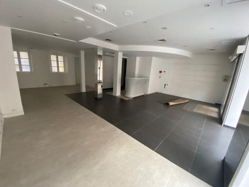 Location local commercial Caen 2 500€ HC - Photo 3
