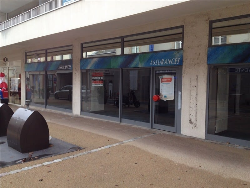Location local commercial Cholet 1 550€ HC - Photo 1