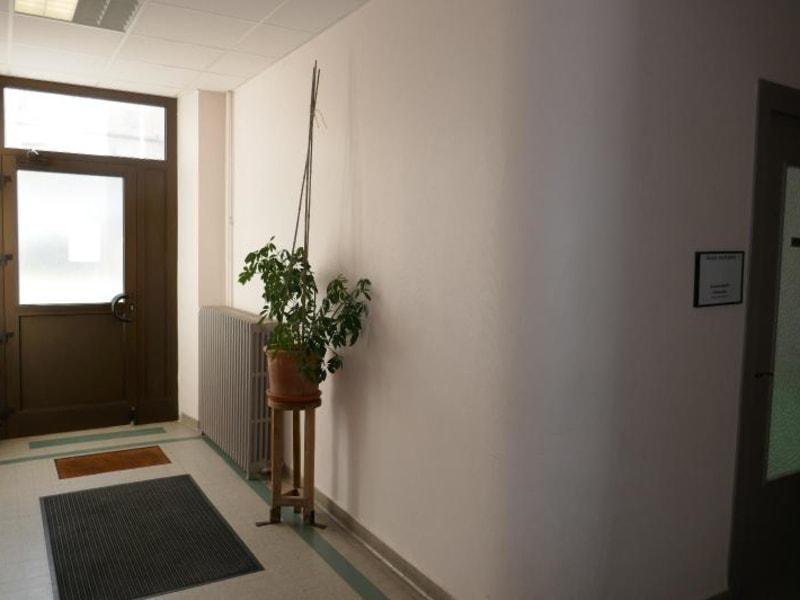 Rental empty room/storage Montreal la cluse 807€ HC - Picture 2