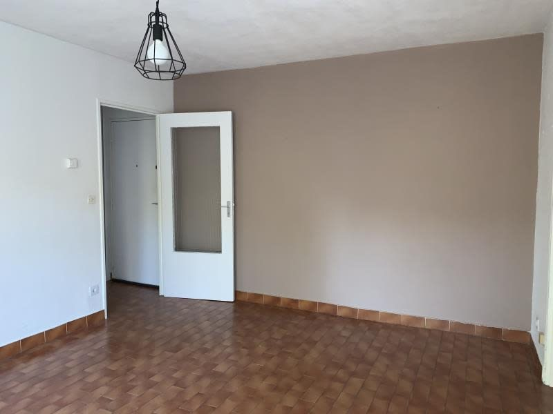Location appartement Nimes 572€ CC - Photo 3