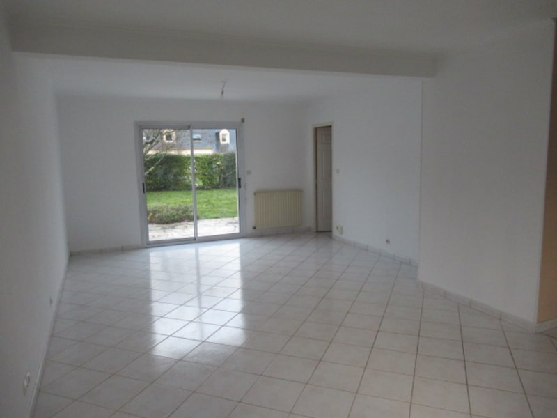 Sale house / villa Beaucouzé 367 500€ - Picture 2