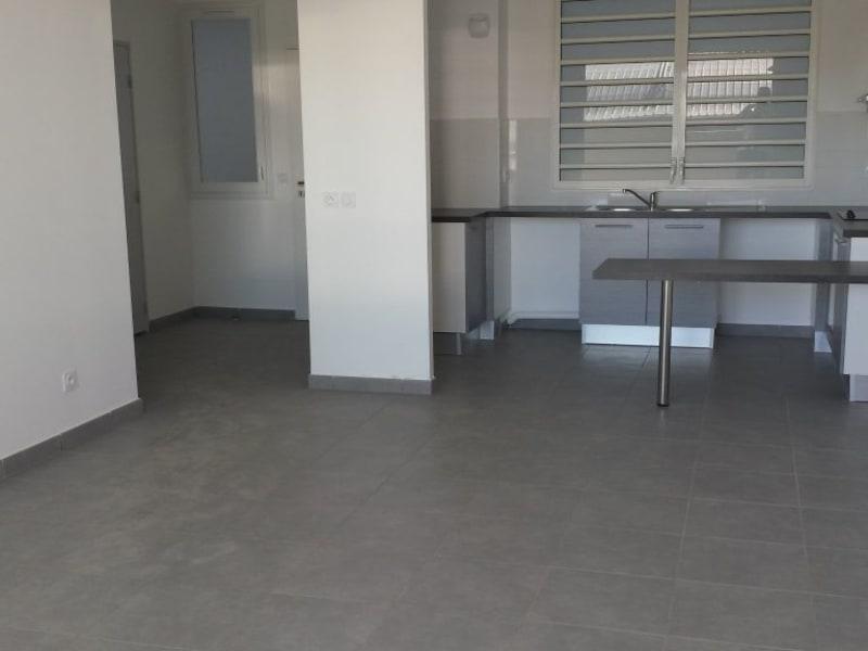 Location appartement St denis camelias 781€ CC - Photo 2