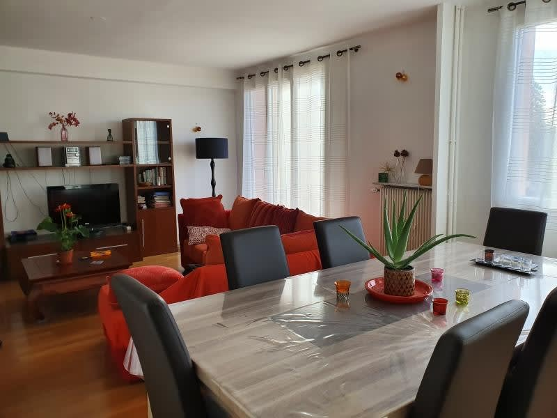 Rental apartment Bron 1 038€ CC - Picture 2