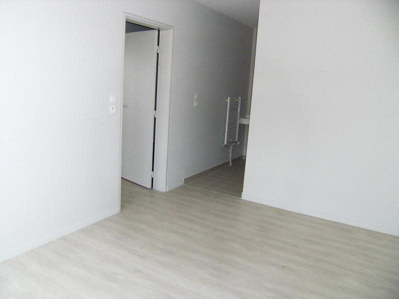 Location appartement Chasseneuil du poitou 545€ CC - Photo 3