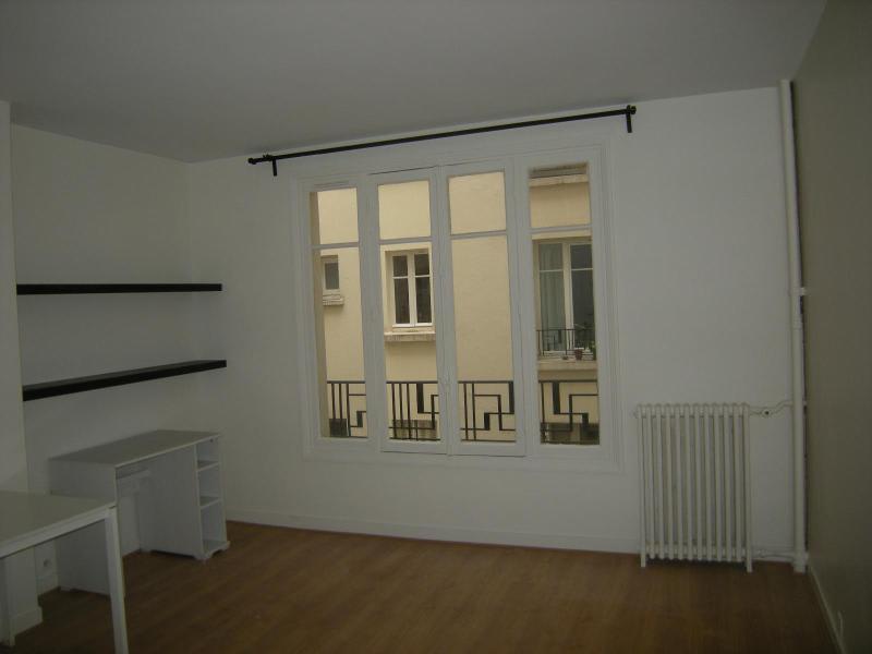 Location appartement Paris 11ème 930€ CC - Photo 1