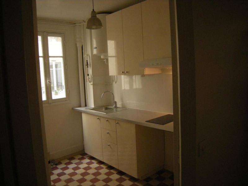 Location appartement Paris 11ème 930€ CC - Photo 8
