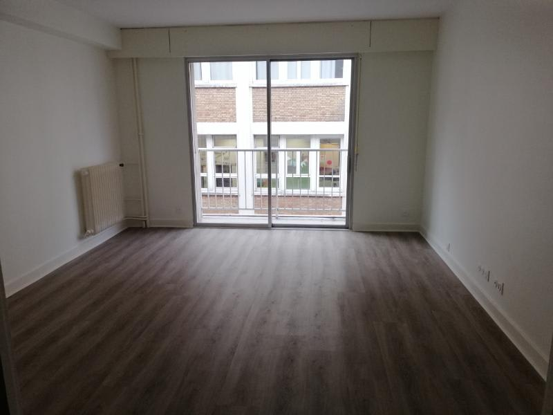 Location appartement Paris 7ème 1 690€ CC - Photo 1