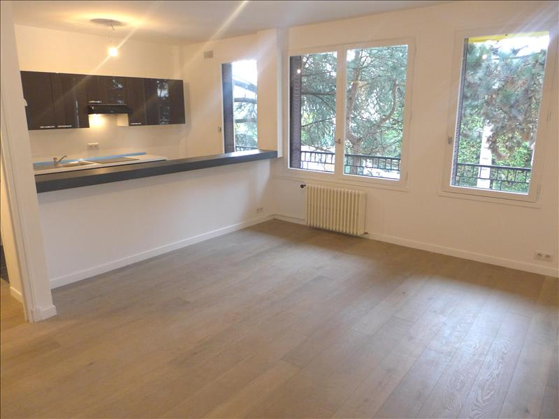 Rental apartment Garches 1017€ CC - Picture 1