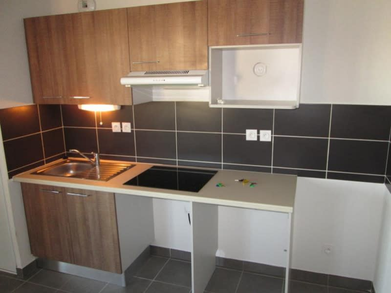Rental apartment Sete 780€ CC - Picture 2