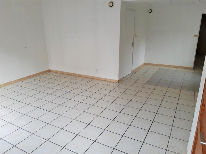 Location maison / villa Belleville en beaujolais 750€ CC - Photo 2