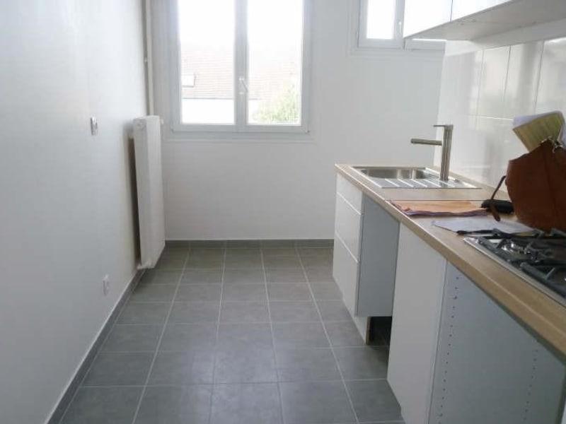 Rental apartment Garches 975€ CC - Picture 2
