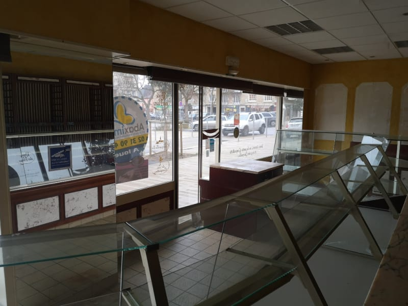 Location local commercial Falaise 1700€ HC - Photo 2