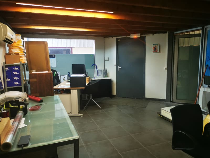 Rental empty room/storage Les angles 1 300€ HC - Picture 2