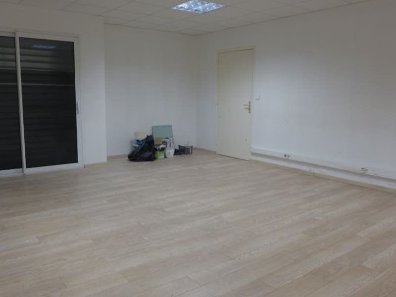 Location local commercial Rennes 1640€ HC - Photo 3