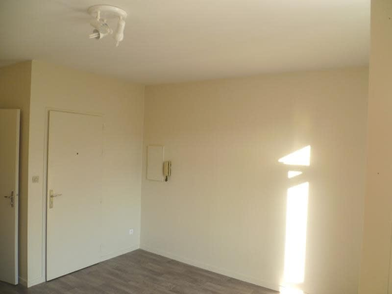 Location appartement Poitiers 316€ CC - Photo 2
