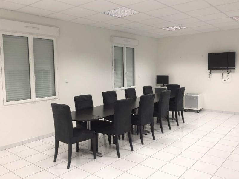 Sale empty room/storage Champdeniers saint denis 550000€ - Picture 4