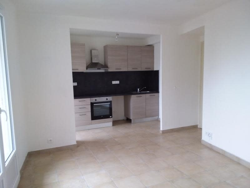Rental apartment Toulon 740€ CC - Picture 1