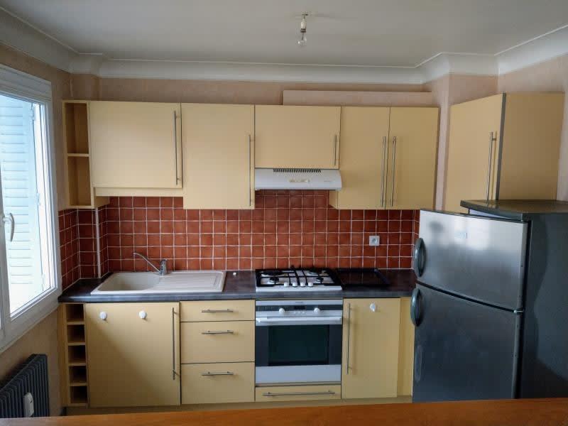 Location appartement Oyonnax 422,83€ CC - Photo 3