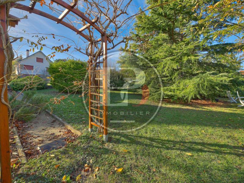 Sale house / villa Saint germain en laye 1260000€ - Picture 1